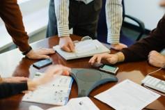 Diferencias entre el contrato de trabajo y determinados tipos de contratación de servicios